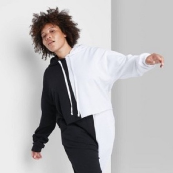 Wild Fable cropped sweatshirt-half black/white